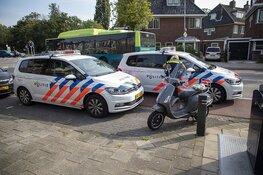 Scooterrijdster gewond door afslaande auto in Haarlem