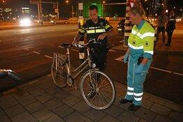 Fietsster gewond bij aanrijding met auto op Schipholweg