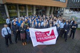 Studenten Nova College doen veiligheidscheck Haarlemse winkeliers