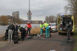 Twee gewonden bij ongeval tussen scooter en fietsster voor pont