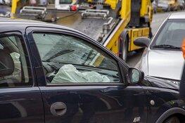 Afgesneden automobilist botst tegen geparkeerde auto