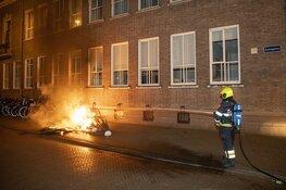 Twee parasols in de brand gestoken naast stadhuis in Haarlem