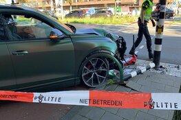 Op de Schipholweg in Haarlem een auto gecrasht na een politie-achtervolging
