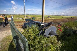 Treinverkeer Haarlem - Lisse stil na ongeval met auto bij Hillegom