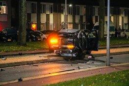 Auto verliest chassis bij crash, één zwaargewonde
